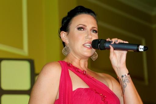 Foto Marius Nortje Veronique Lalouette sing een van haar pragtige liedjies